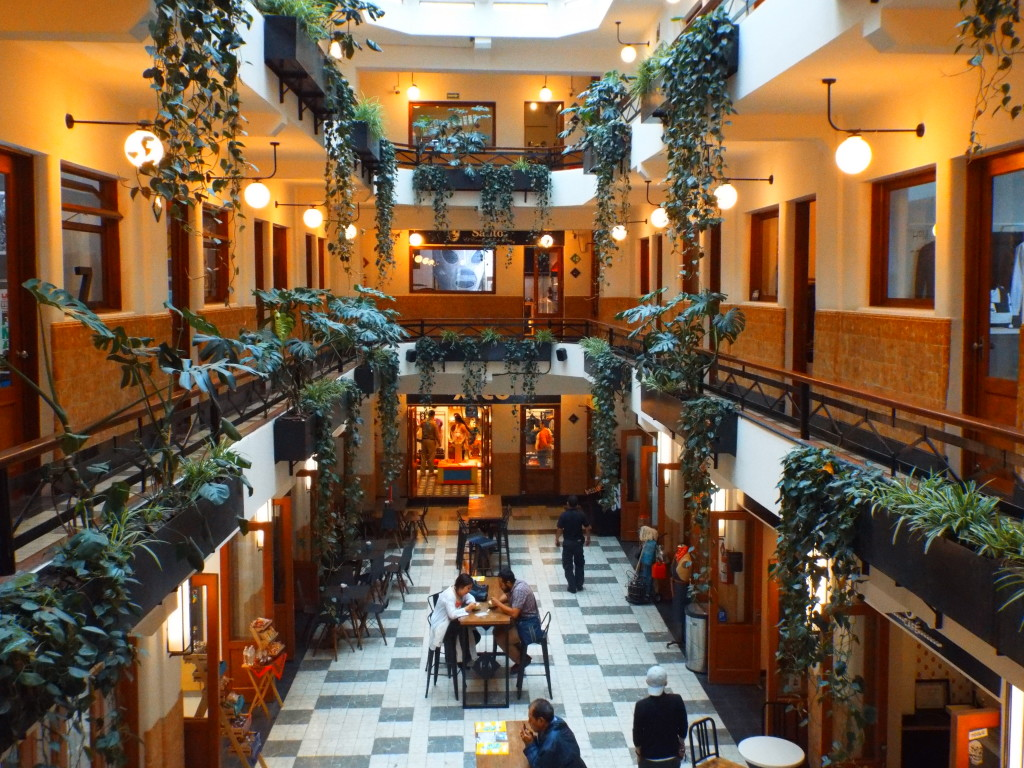 food court barrio alameda